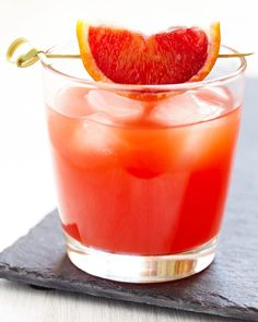 Low calorie wine cocktail: Half a glass of Sutter Home Sweet White, add a splash of sparkling water and the juice of one blood orange. Sangria Recipes, Wine Recipes, Low Calorie Cocktails, Sutter Home, Sweet White Wine, Wine Education, Wine Craft, Blood Orange, Orange Wine
