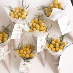 Bouquet Box, Bouquet Wrap, Dried Flower Bouquet, Hand Bouquet, Dried Flowers, How To Wrap Flowers, How To Preserve Flowers, Flower Packaging, Flower Aesthetic