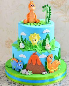 Dinasour Birthday Cake, Girl Dinosaur Birthday, 3rd Birthday Cakes, Dinosaur Cakes For Boys, Die Dinos Baby, Rodjendanske Torte, Dino Cake, Themed Cakes, Cake Decorating