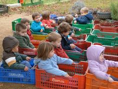 Jocs al jardi llar d'infants les baldufes d'Olot