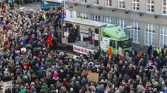 Protesters call for the PM to resign in Iceland, 4 April 2016