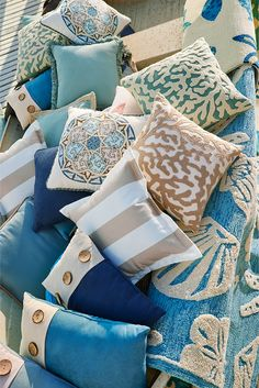 Pier 1 has everything you need to complete your outdoor oasis. Our embellished pillows and toe-tempting rugs are made for sun and sand, thanks to UV- and mildew-resistant fabrics. To top it off, they're all crafted using a variety of bold coastal colors and softer-than-ever fabrics that set a new standard for easy, breezy living.