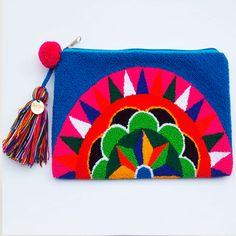 Que viva el color!!!  Y la dedicación de los artesanos por hacer estas preciosidades  www.lovely-in.com