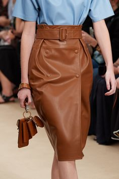Tods spring 2020 ready to wear fashion show duvet day fashion me now ails henry ails day duvet fashion henry shoe Fashion Moda, Vogue Fashion, Runway Fashion, Fashion Show, Fashion Outfits, Womens Fashion, Fashion Design, Curvy Fashion, Stylish Outfits