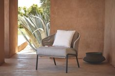 Manutti // Patio lounge chair. Experience outdoor luxury in the city centre or at your beach residence with the Radius collection, whose lightweight rope structure offers optimal comfort for long and lavish meals and moments brimming with peace - Radius Collection #outdoorfurniture #outdoorluxury Patio Lounge Chairs, Outdoor Lounge, Outdoor Chairs, Outdoor Furniture, Sofas, Accent Chairs, Relax, Luxury, Design