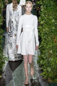 Sfilate Valentino - Alta Moda Autunno-Inverno 2014-15 - Collezione - Vanity Fair