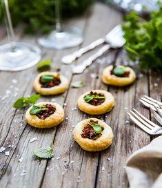 Aptitretare med smördeg, svamp och soltorkade tomater - Landleys Kök Snacks, Fruit, Cooking, Food, Advent, Party, Kitchen, Appetizers, Essen