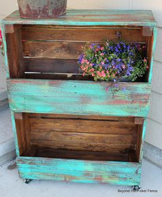 29 Ways to Decorate With Wooden Crates usefuldiyprojects.com decor ideas (18)