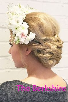 We try out the first fresh flower blow-dry menu at aer blow-dry bar #bridalhair #flowers #bridesmaidhair #bridesmaids #weddinghair