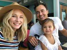 Candice King with her daughter Florence May King and husband Joe King on September 2018 in Portland, Maine. Vampire Diaries Funny, Vampire Diaries Cast, Vampire Diaries The Originals, Klaus And Caroline, Caroline Forbes, Candace Accola, Kayla Ewell, Baby Tumblr, Candice King