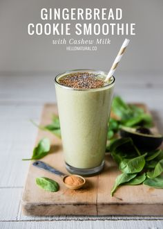 Green Gingerbread Cookie Smoothie   HelloNatural.co