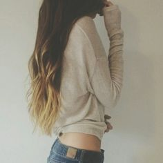 Love this hair color! Brunette w/ caramel tips. this is what i'm hoping my hair will look like once it grows out :D My Hairstyle, Pretty Hairstyles, Wavy Hairstyles, Hairstyle Ideas, Look At You, Just For You, Teen Fashion, Fashion Beauty, Hipster Fashion