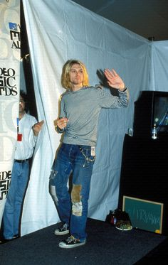 THIS PIC, I THINK, IS A MUCH BETTER REPRESENTATION OF THE PERSON I'VE LEARNED KURT COBAIN TO TRULY BE..  HUMBLE & KIND!