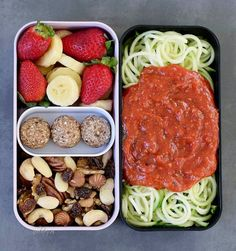 raw vegan bento box which was a yummy snack. On the right side you can see spiralized zucchinis with a tomato sauce, and on the left side are sliced bananas, some strawberries, 3 bliss balls (recipe is on blog, direct link in bio @elavegan) and nuts + raisins. #GoingRawVegan
