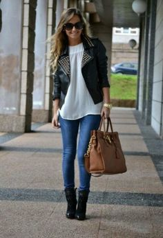 #classy #chic #bag #jeans #boots #outfit #gorgeous