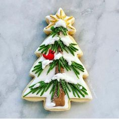 Christmas Tree Cookies, Iced Cookies, Christmas Sweets, Christmas Cooking, Noel Christmas, Holiday Cookies, Cookies Et Biscuits, Owl Cookies, Christmas Cookie Cutters