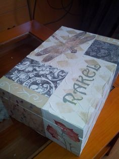 Caja de madera .