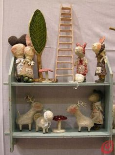 Julie Arkell is an English artist of popular origin specializing in paper mache creations, wool and cloth.