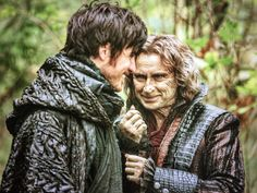 "Colin O'Donoghue and Robert Carlyle - Behnid the scenes - 5 * 10 ""Broken Heart"" (Robert deleted this because he forgot it's not on tonight.)"