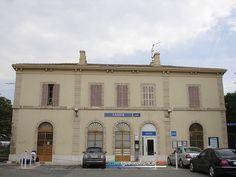 La gare SNCF de Cassis (Bouches-du-Rhône) située sur la ligne Marseille - Toulon. France, Trains, Mansions, House Styles, Train Stations, Travel, Mouths, Toulon, Ride Or Die