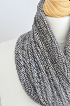 Knitting Patterns Cowl Free Pattern: Present by Mademoiselle C. This wants to be knit from handspun! Knitting Patterns Free, Knit Patterns, Free Knitting, Free Pattern, Infinity Scarf Knitting Pattern, Snood Knitting Pattern, Beginner Knitting, Knitting Machine, Vintage Knitting