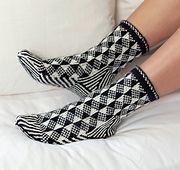 Ravelry: Optical Illusion Socks pattern by Laura Farson