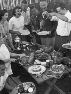 Photographic Print: Young Married Couples Enjoying a Backyard Buffet Feast , Featuring Spaghetti by Nina Leen : Life Magazine, Buffet, Image Couple, Photo Vintage, Black And White Aesthetic, Vintage Italy, People Eating, Thing 1, Vintage Photographs