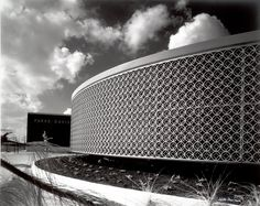 Julius Shulman | Parke-Davis Building, Charles Luckman, 1961