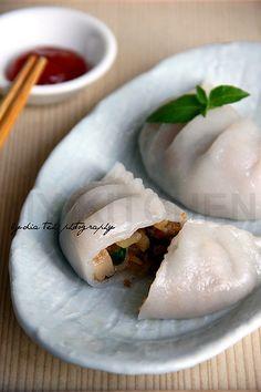 Steamed Veggie Dumpling (菜粿) // Dough : 125g wheat starch (tung min flour), 50g tapioca flour, 40g glutinous rice flour, 1/4 tsp salt 275ml hot water 1 tbsp vegetable oil