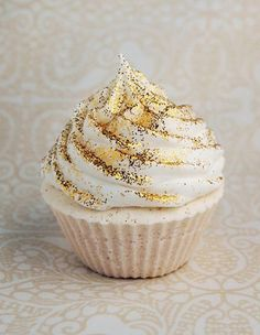 When something glitters it's hard to take your eyes off of it, including these fifteen beautiful desserts below. Covered in edible glitter, sparkle, and shine, these breathtaking creations are both...