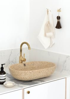 Woodio is an award-winning Finnish design brand that has designed and produced a range of Waterproof Wood Composite Sanitaryware. Eco Bathroom, Wooden Bathroom, Bathroom Basin, Bathroom Ideas, Raw Materials, Natural Materials, Big Bathtub, How To Waterproof Wood, Scandinavian Interior Design