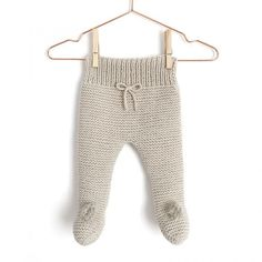 NUR Knitted baby Legging -Pattern & Tutorial – : Learn How to Make this Knitted Baby Legging using Garter Stitch. FREE Step by Step Tutorial & Pattern. Designed to turn heads! Baby Leggings Pattern, Baby Sweater Knitting Pattern, Knit Leggings, Baby Knitting Patterns, Baby Patterns, Free Knitting, Leggings Store, Knit Baby Pants, Baby Cardigan