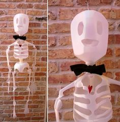 Preschool Crafts for Kids*: Halloween Milk Jug Skeleton Craft - I like these hips better. Bricolage Deco Halloween, Diy Deco Halloween, Deco Haloween, Theme Halloween, Holidays Halloween, Halloween Crafts, Holiday Crafts, Holiday Fun, Happy Halloween