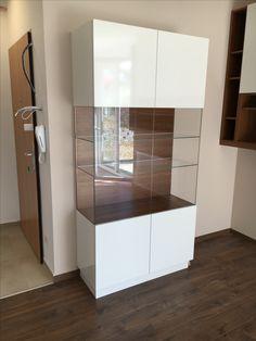 Vitrines szekrény minimalista stílusban