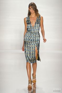 Photo feat. Karlie Kloss - J Mendel - Spring/Summer 2012 Ready-to-Wear - new york - Fashion Show | Brands | The FMD #lovefmd
