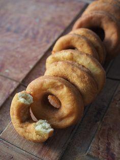 Smultringer (Norwegian Doughnuts) Served with a Simple Apple Glaze - North Wild Kitchen Norwegian Cuisine, Norwegian Food, Donut Recipes, Gourmet Recipes, Barbecue Recipes, Cookie Recipes, Donuts, Donut Muffins, Doughnut