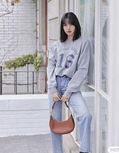 Accueil / Twitter Celine, Black Pink Dance Practice, Vlog, Blackpink Photos, Pictures, Blackpink Fashion, Korean Fashion, Blackpink Lisa, Korean Girl