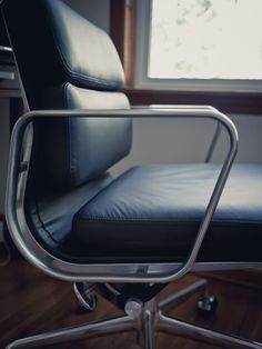 https://flic.kr/p/oJuENj   Eames Softpad Management   Authentic Herman Miller Eames Aluminum Group Softpad Management Chair. Most sensual Office Chair on the market. A modern classic. Designed in 1969 yet it is still modern contemporary today.