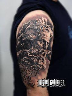 Tatuaje de estilo black and grey inspirado en el Neptuno de Lambert SIgisbert. Artista tatuador: Miguel Bohigues
