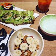 Can we go back to Pain Quotidien's for this amazing vegan brunch? Veganism, Avocado Toast, Vegan Recipes, Food Porn, London, Canning, Eat, Breakfast, Amazing