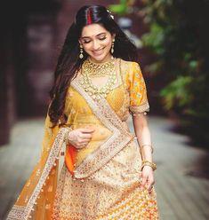 Indian Wedding Gowns, Indian Bridal Photos, Indian Bridal Lehenga, Indian Bridal Outfits, Indian Bridal Fashion, Indian Designer Outfits, Indian Gowns, Bengali Bride, Rajasthani Bride