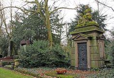 Melaten Cemetery Cologne (by Rabea Ottenhues)