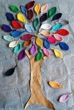crochet       arvore decorada com pétalas em crochet
