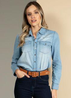 Camisa jeans claro com gola e fechamento de botões disponível do P ao XLG. Encontre no #aplicativo #Posthaus usando o código: 3257698 #camisajeans #JeansdoPPaoPlusSize #plussize All Jeans, Ideias Fashion, Plus Size, Products, Women, App, Aperture, Shoulder, Neckline