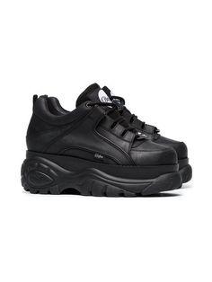 Buffalo Baskets à Plateforme - Farfetch Moda Sneakers, Superga Sneakers, Brown Sneakers, Black Shoes Sneakers, Dad Shoes, Me Too Shoes, Sneakers Fashion, Fashion Shoes, Buffalo Shoes