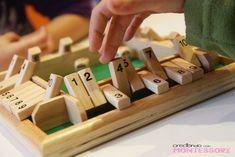 El juego Shut The Box es un juego en el que se trabaja la descomposición de números y el cálculo mental.  Siempre lo había visto en versión para una sola persona, pero cuando vi éste para cuatro, no