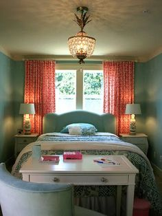using space in a small room - desk at foot of bed. Love the colors too.