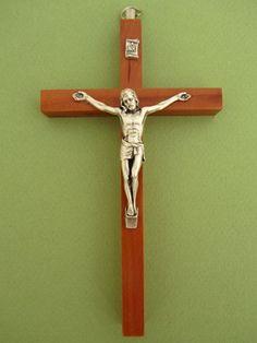 crucifix bois avec christ