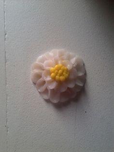 Fleur blanche en pâte fimo