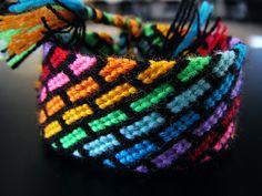 Bracelet avec beaucoup de couleurs